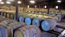 Бочки с виски при хранении фото